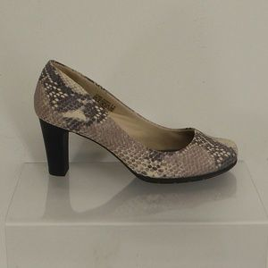 Rockport Pumps Size 8.5M #082